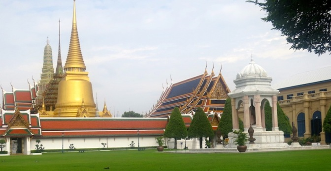 The Great Bangkok Binge-Walk, Day One: A Glimpse of The Grand Palace